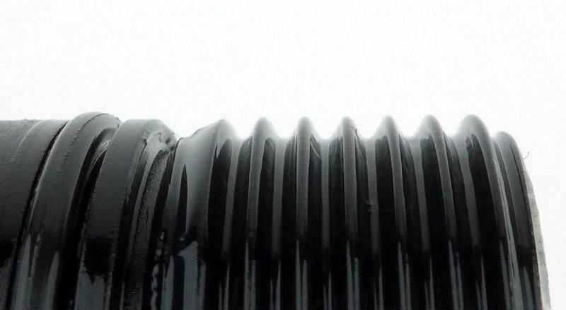 photo 15 EF1 battery threads P1200245.jpg